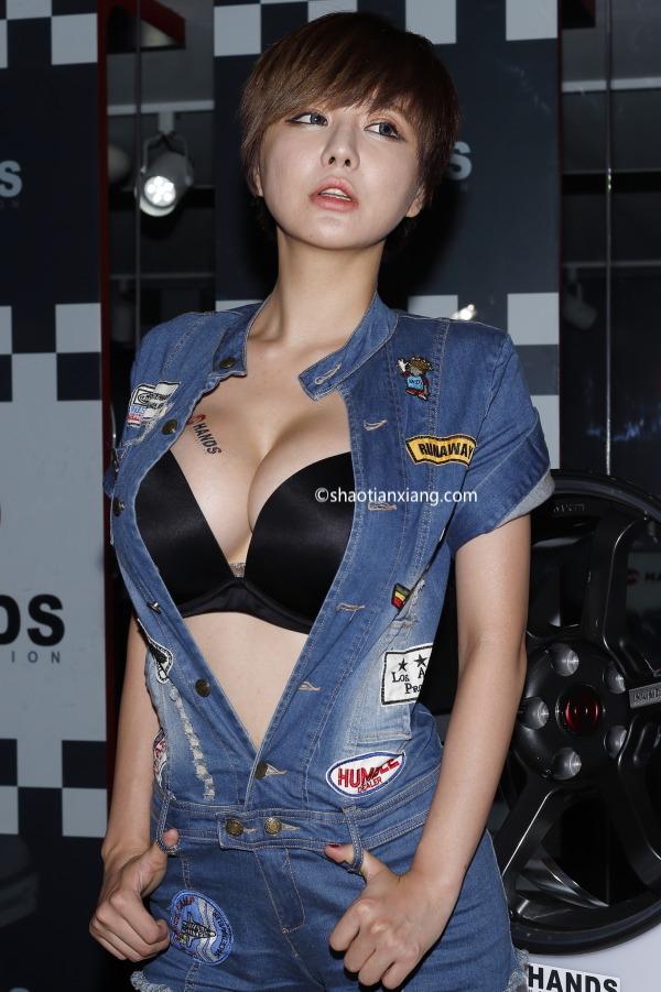 韩国车模、柳智慧