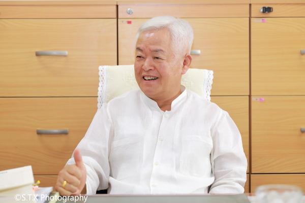 前青瓦台福祉劳动首席秘书、保健福祉部长官、李泰馥