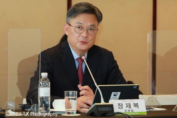 韩国外交部公共外交大使、张宰福