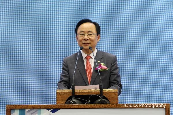 韩国前国会副议长李柱荣